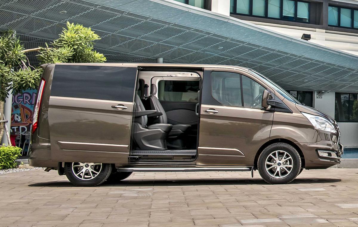 Ford Tourneo bán ra tại Đồng Nai Ford